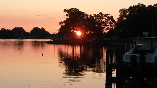 Bay Cottage Bed & Breakfast: sunrise