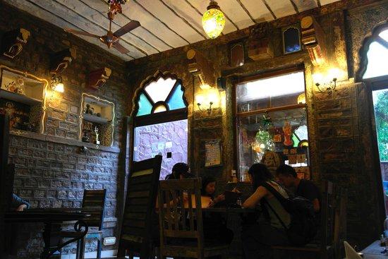 JHANKAR..Choti Haveli Restaurant: 레스토랑 내부