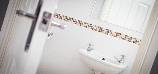 Holmlea Guest House: En-suite bathroom