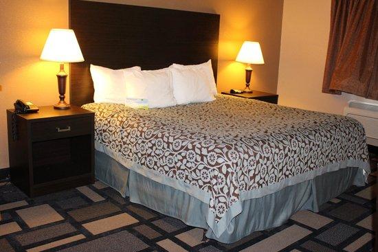 Days Inn Watertown: King Jacuzzi Suite