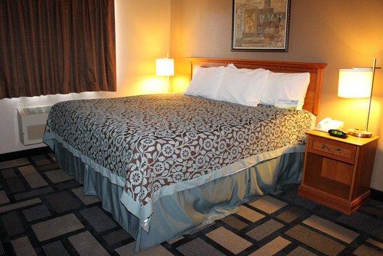 Days Inn Watertown: Apartment Suite King Bedroom