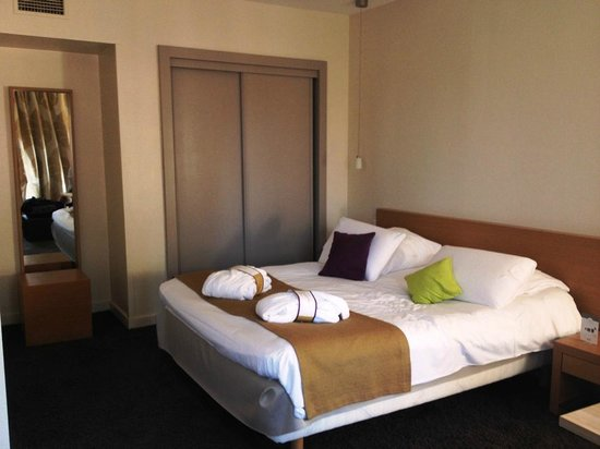 Mercure Carcassonne La Cite Hotel: Habitación