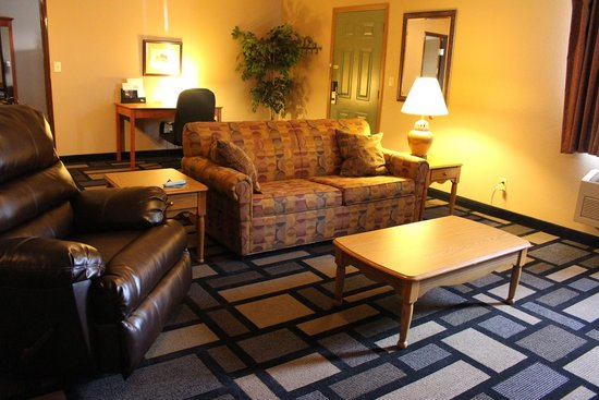 Days Inn Watertown: Apartment Suite Living Room