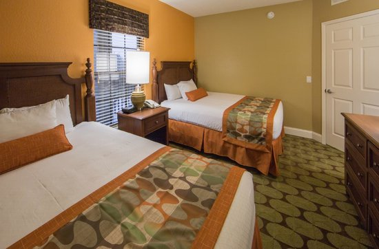 Holiday Inn Club Vacations At Orange Lake Resort: Guest bedroom in a 2-bedroom villa offers 2 queen-size beds