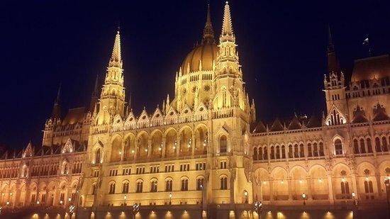 Danube River : בניין הפרלמנט