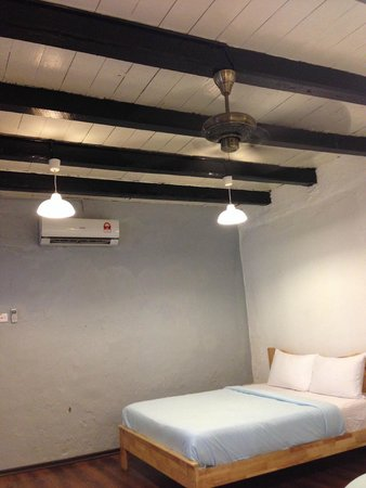 Layang Layang Guest House: the room