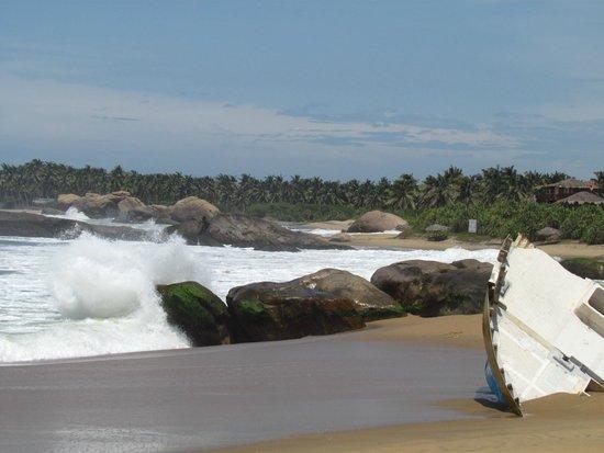 Kirinda Beach Resort: Beach