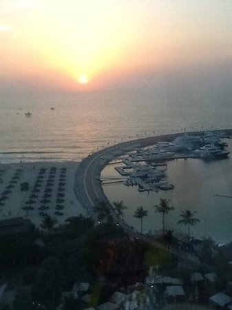 Jumeirah Beach Hotel : view from 13th floor of JBH