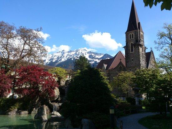 Restaurant Taverne - Hotel Interlaken: Interlaken - Restaurant Taverne - japanese garden with church