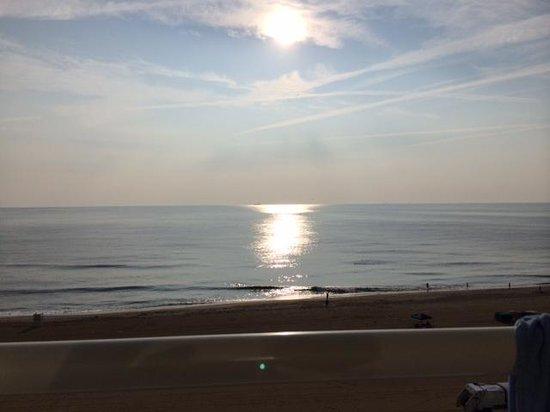 Fairfield Inn & Suites by Marriott Virginia Beach Oceanfront: sunrise