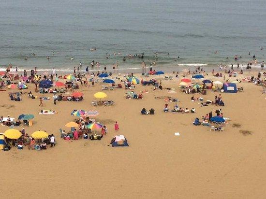 Fairfield Inn & Suites by Marriott Virginia Beach Oceanfront: view of beach