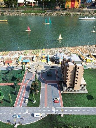 """Bellevue Hotel: Маленькая копия отеля Bellevue в парке """"Италия в миниатюре"""""""