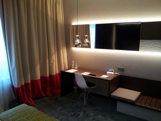 Airport Hotel Basel : Desk