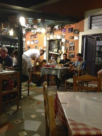 Santorini Mou: Restaurant setting