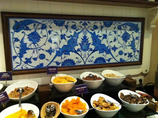 Neorion Hotel: Yummy dried fruits and nuts.