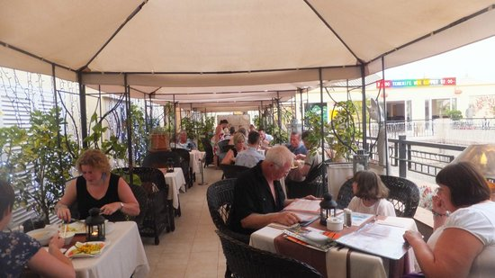 Malibu Restaurant : Nice terras