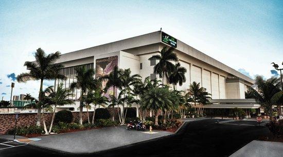 Hallandale Beach, FL: Mardi Gras Casino Exterior