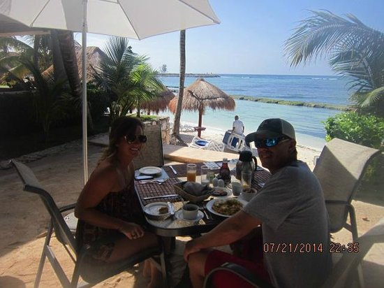 Omni Puerto Aventuras Beach Resort: Complimentary Breakfast.... :)