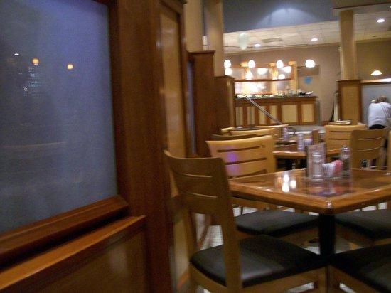 Garfield's Restaurant: Seating inside the Restaurant