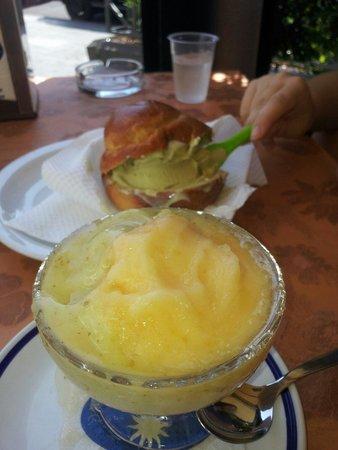 Gran Cafe Solaire: Cantalupo e fichi + brioche e gelato