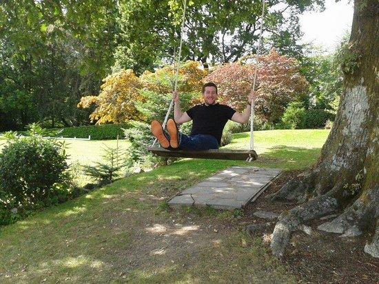 Broadoaks Country House: Husband enjoying the swing!