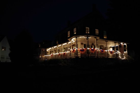 Alynn's Butterfly Inn B&B: Alynn's by night