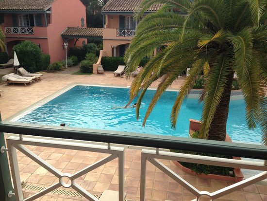 Le Domaine De L'Astragale : Piscina dal balcone