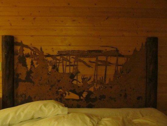 Georgetown Mountain Inn: une vue du travail de l'artiste sur le bois du lit