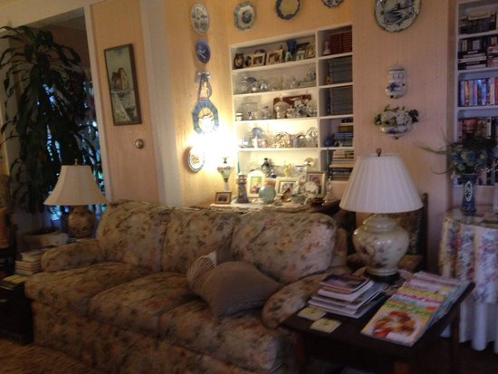SeaScape Manor Bed & Breakfast : Comfy sofa in the parlor.