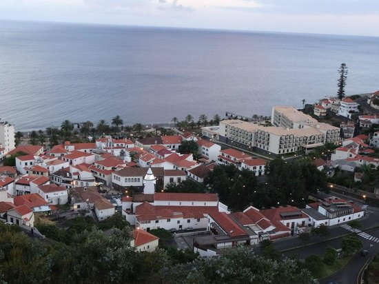 Vila Galé Santa Cruz : Hotel and the area from the hill