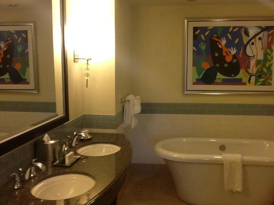Parc Soleil by Hilton Grand Vacations : Master Bath