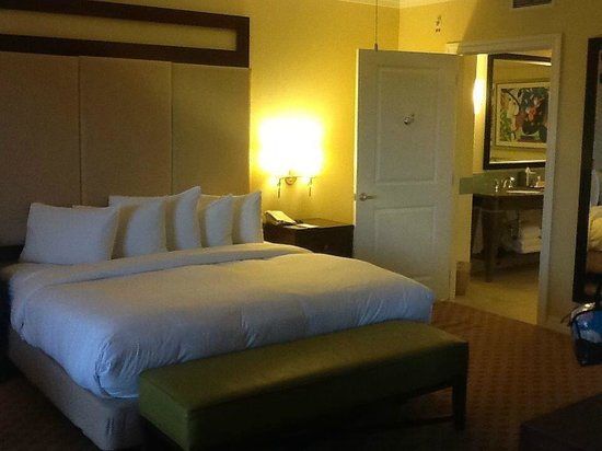 Parc Soleil by Hilton Grand Vacations: Master bedroom en suite