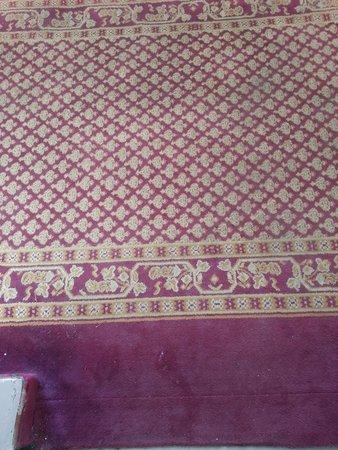 Club Thapsus Hotel : Etat moquette couloir chambre