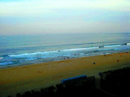 Dunes Manor Hotel & Suites: Superb View of Beach from our Balcony