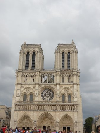 Catedral de Notre Dame: Notre Dame from the front