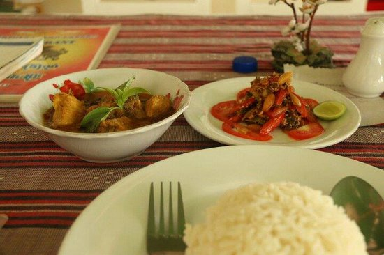 Weather Spoon's Bagan Restaurant and Bar : Chicken curry