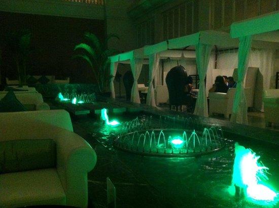 Hotel de l'Opera Hanoi: Bar Innenhof