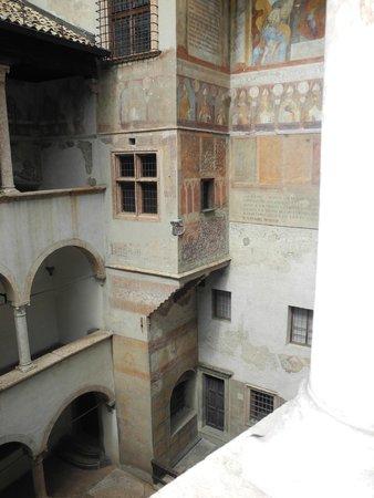 Castello del Buonconsiglio Monumenti e Collezioni Provinciali : cortile