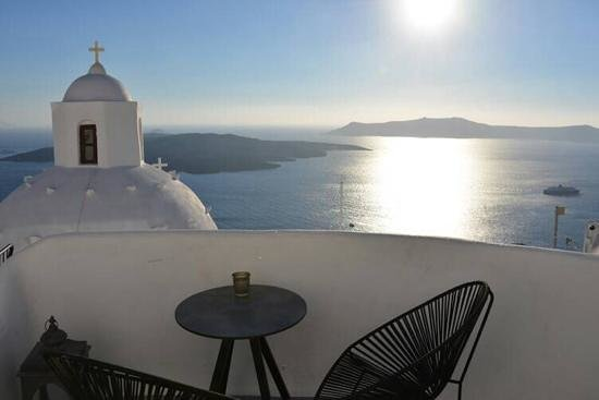 Aroma Suites: ...outside menta suite... an amazing view of the caldera