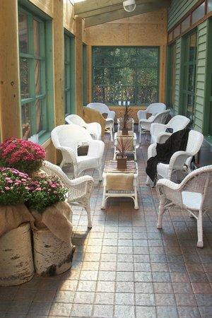Elk Lake Eco Resource Centre : Porch set for afternoon tea