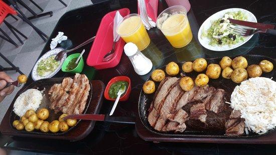 Cathédrale de sel de Zipaquirá : Meals we procured at the small diner - amazing