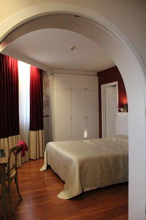 Hotel Orts: спальня, вид из гостиной