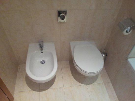 Strange Toilet Picture Of Airporthotel Verona Congress Relax Uwap Interior Chair Design Uwaporg