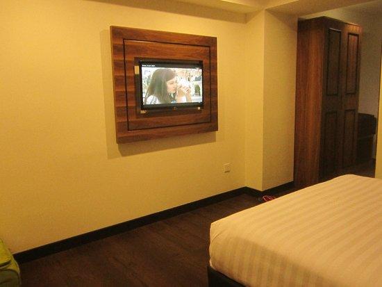Armenian Street Heritage Hotel: Nice flat screen TV
