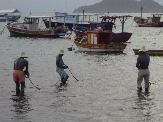 Armacao Beach : Estatua dos tres pescadores
