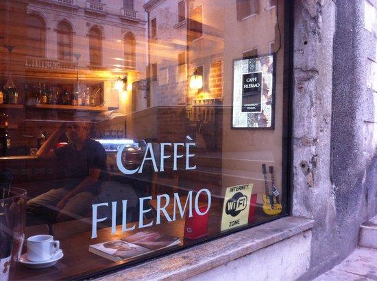 Cafe Filermo : Simpatia e cordialità condite da ottimo spritz!!!! :-))