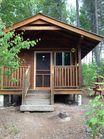 Timber Wolf Resort : Outside cabin 2