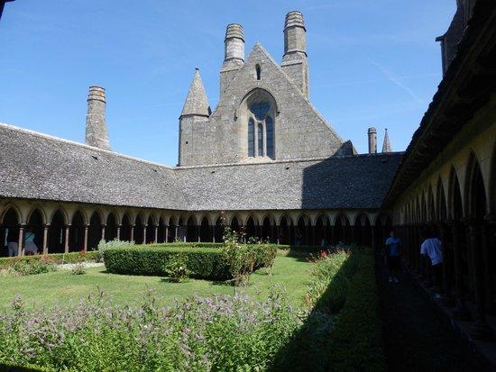 Abbaye du Mont-Saint-Michel : Inside abby garden