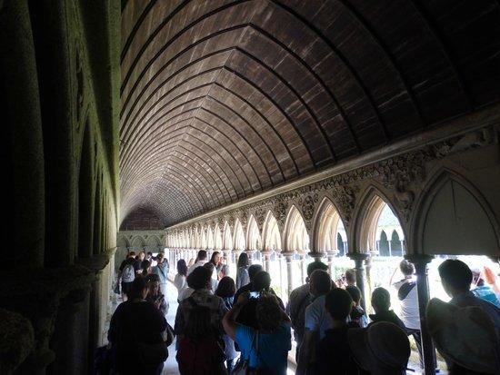 Abbaye du Mont-Saint-Michel : Around the inside garden, very nice!
