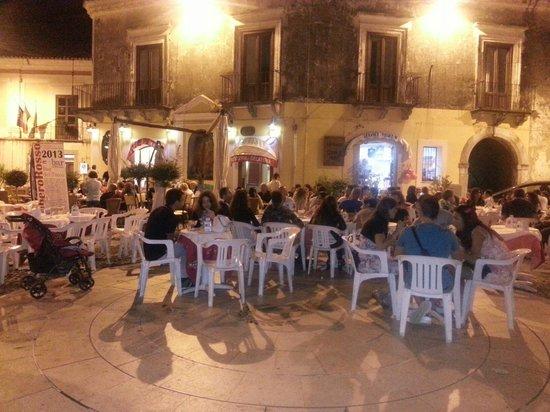 Bar del Tocco , di Rinaldis Giuseppe: Servizio ai tavoli